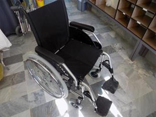 اهدای یک دستگاه ویلچر به بیمارستان شهداء تکاب